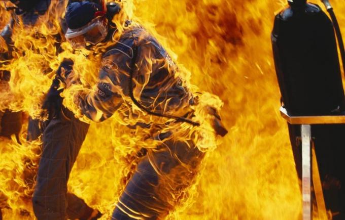 Что делать при пожаре: огонь и паника - злейшие враги!