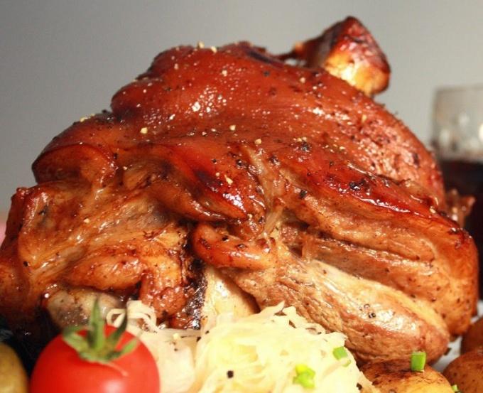 Окорок свиной, запеченный в хлебной корке