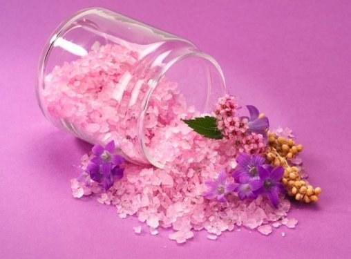 Скраб из соли: популярные рецепты