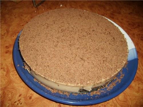 Почти готовый бисквитный торт