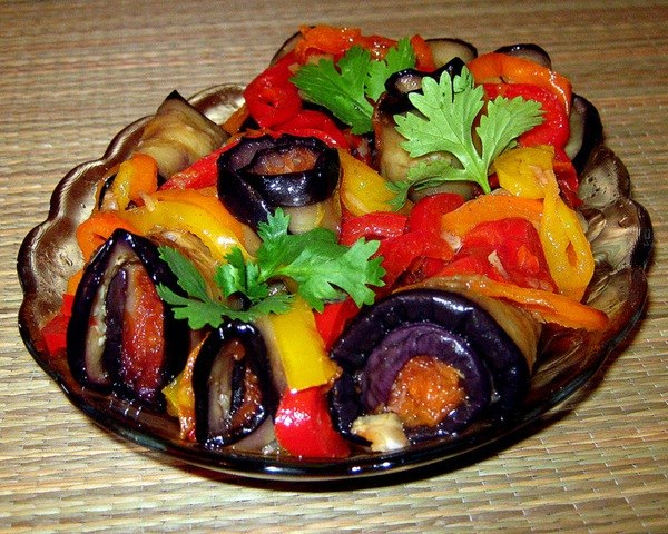 What good eggplant and how to bake it in the oven