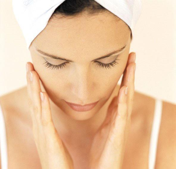 How to moisturize the skin in summer
