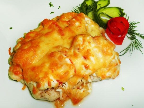 Как приготовить куриное филе под сырной корочкой?