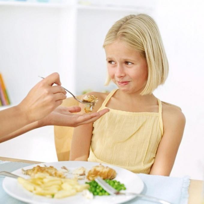 Как приучить ребенка есть фрукты и овощи