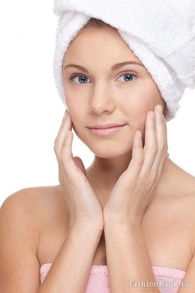 Оберните волосы в махровое теплое полотенце