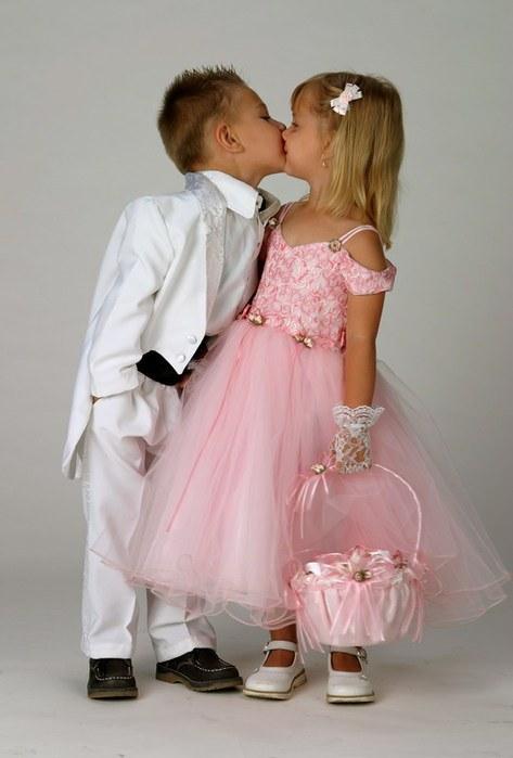 О чем может рассказать первый поцелуй