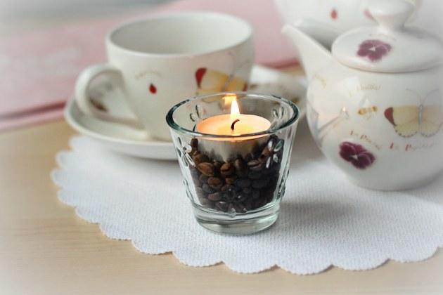 Свечка в кофейных зернах