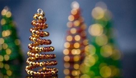 Как сделать новогоднюю елочку-пружинку из бисера