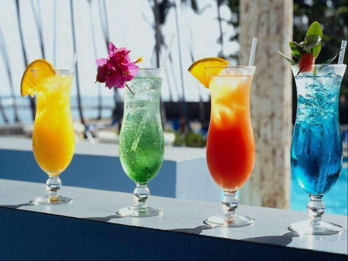 Слабоалкогольные коктейли для жаркой погоды