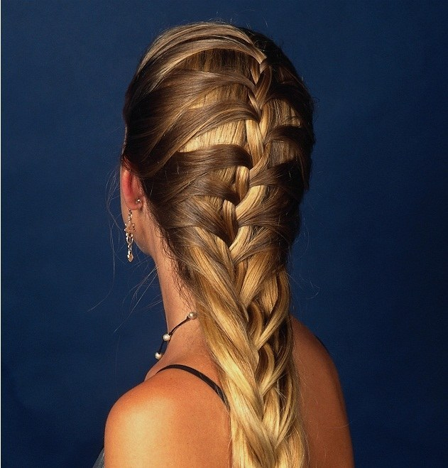 Заплетаем волосы сами: 5 простых и универсальных причесок