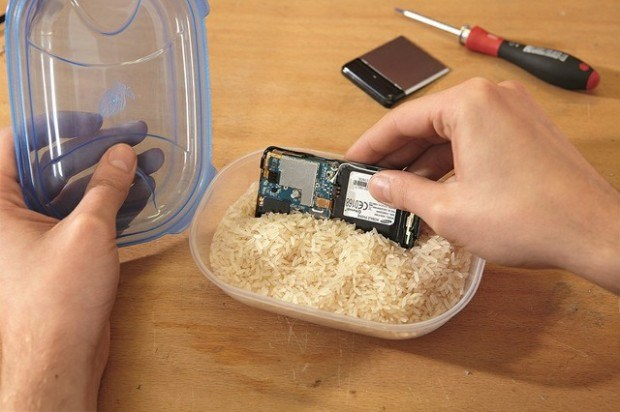 Что делать если в телефон попала вода