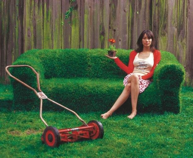 Как сделать диван из травы на своем участке