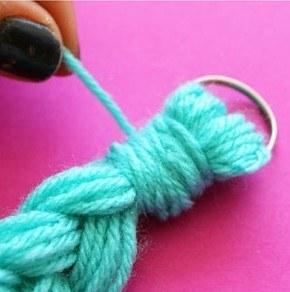 Как сделать прекрасное украшение из пряжи