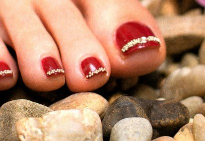 How to make manicure and pedicure with golden broths
