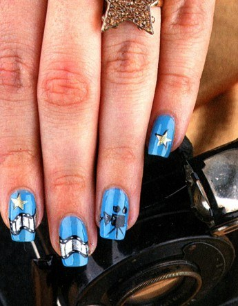 How to make a manicure with a painted video camera on the blue background of the