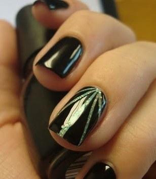 Как сделать необычные линии от середины ногтя в маникюре