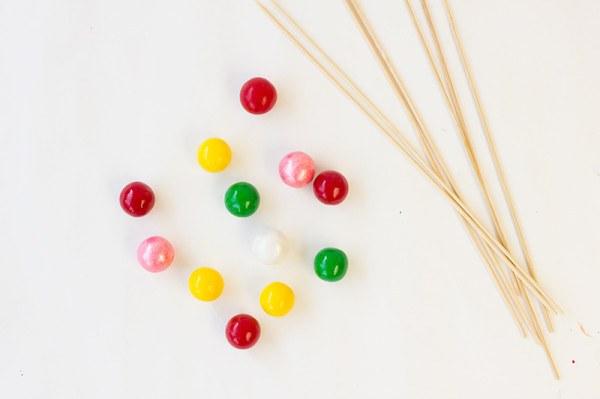 Как сделать съедобные шарики на палочках для стаканов