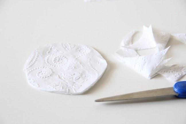 Как просто сделать венок из туалетной бумаги
