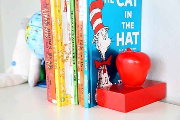 Как сделать подставку для книг в форме яблока