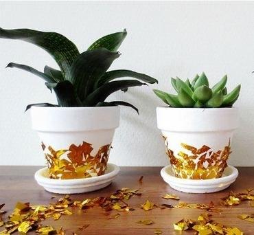 Как украсить горшки для цветов отражающей бумагой