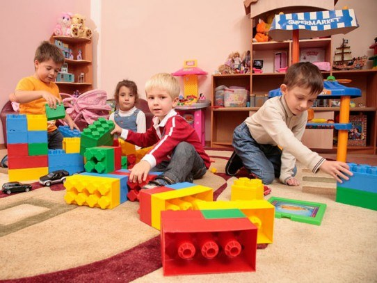 What are the duties of a kindergarten teacher