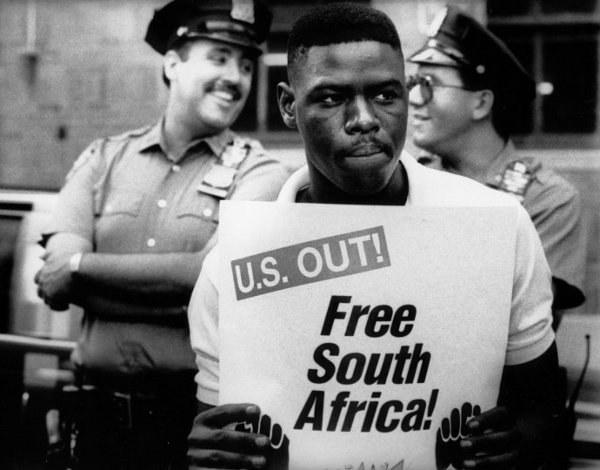 Диктатура и апартеид - это разные понятия?