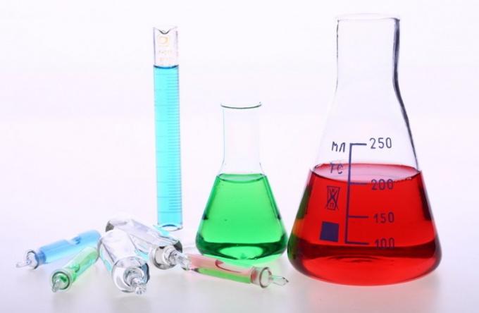 Какой химический элемент назван в честь мифологического героя