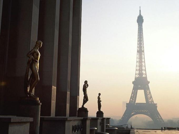 Почему Францию называют пятой республикой?