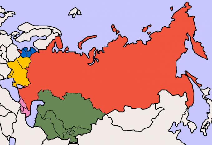 В каком году распался СССР и на какие государства