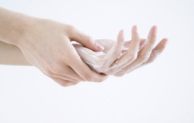 How to treat hand skin irritation