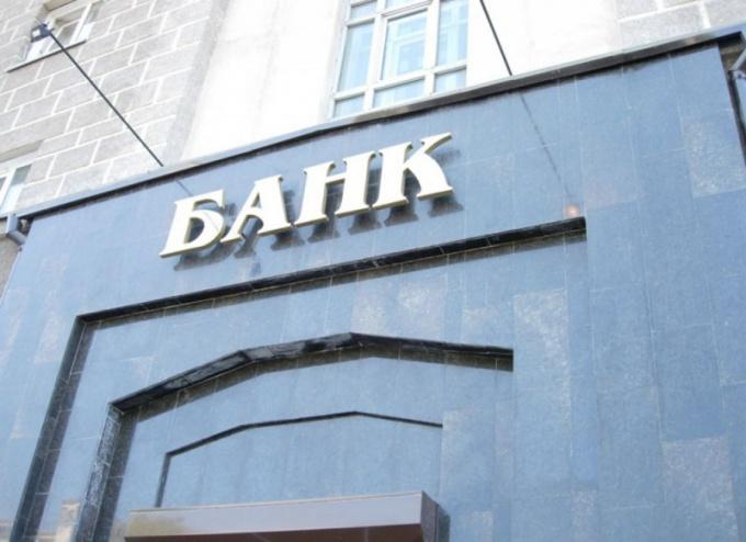 Как именно работники банка вводят в заблуждение клиентов