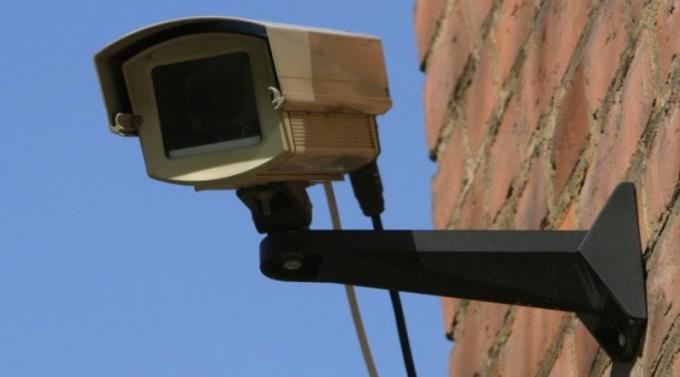 Веб-камера на улице помогает решить многие задачи