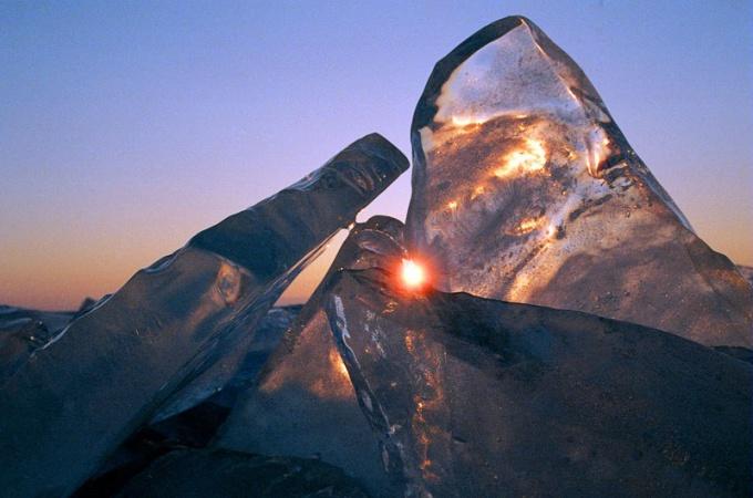 Почему лед легче воды