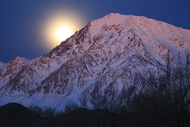 Луна заходит на западе, юго-западе и северо-западе
