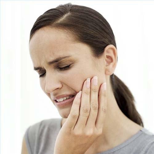 При появлении зубной боли нужно сразу же идти на прием к врачу.