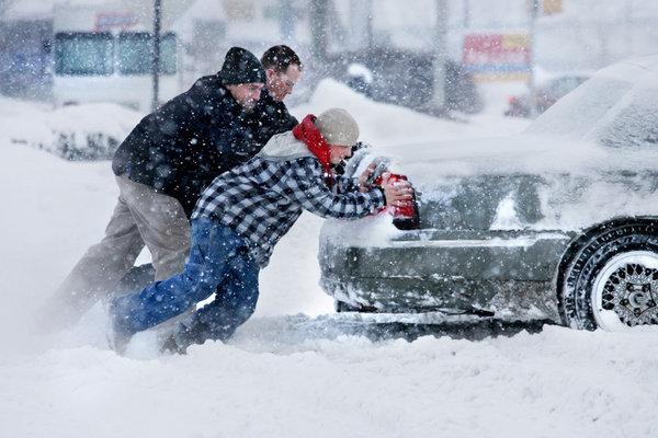 Если машина застряла в снегу?