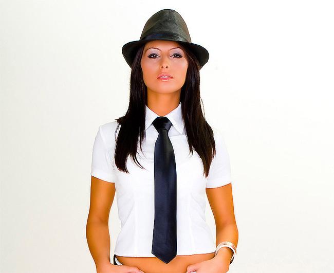 Галстук в женской одежде