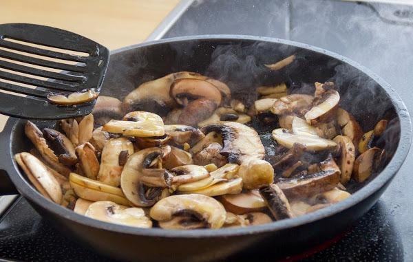 Как приготовить киш с курицей и грибами