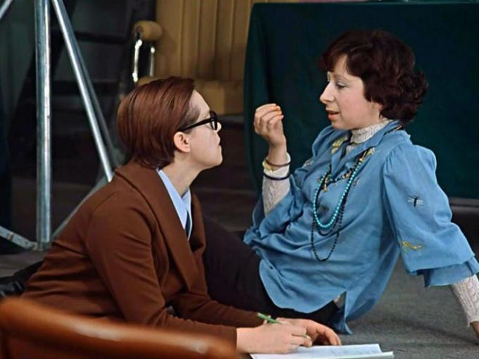 """Яркий пример модницы 1970-х - секретарша Верочка из фильма """"Служебный роман"""""""