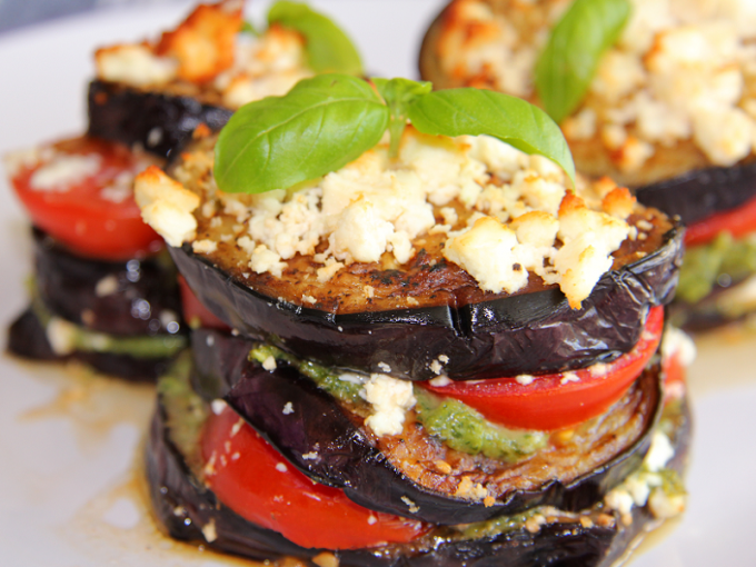 Как приготовить салат из жареных баклажанов