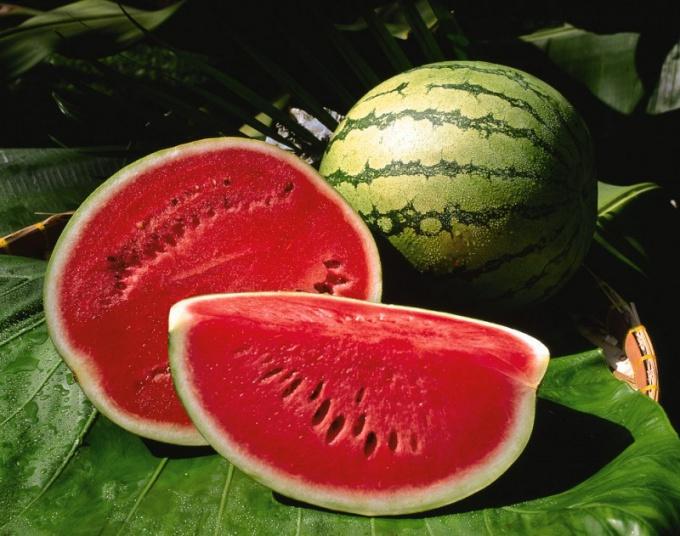 Арбуз - это ягода или фрукт?