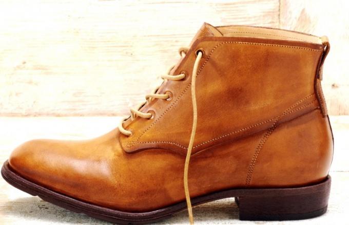 С чем носить женские ботинки