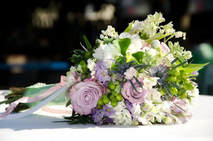 Как правильно подобрать свадебный букет