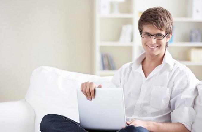 Зачем женатый мужчина сидит на сайте знакомств