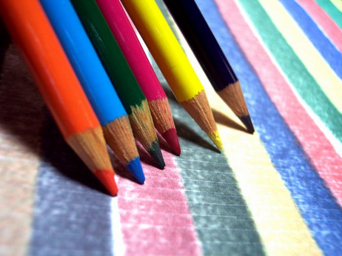Выберите два разных по твердости карандаша