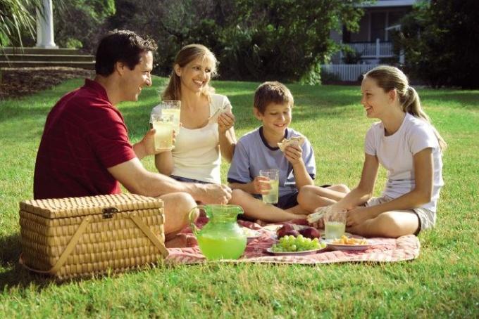 Семейный отдых на природе - хороший вариант для майских праздников