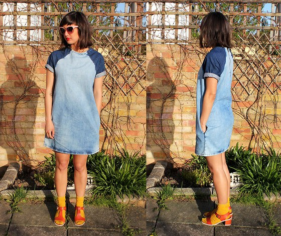 Джинсовое платье-футболка подходит стройным девушкам