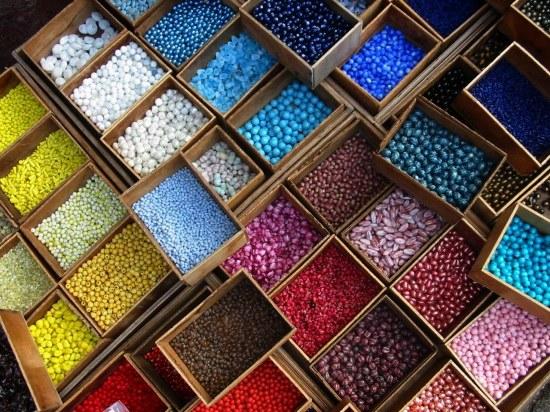 Беспредельно цветовое многообразие бисера