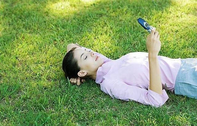 Почему девушка постоянно пишет сообщения