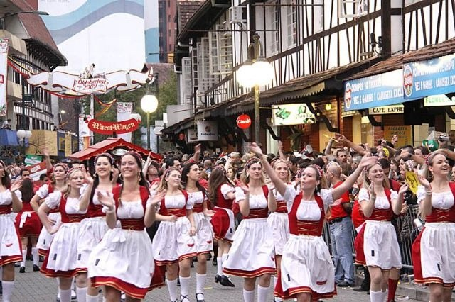 Где проходит осенний праздник пива «Октоберфест» в 2017 году